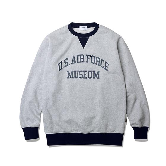 "<span style=""font-family:NanumGothic; font-size:15px; font-weight:bold;"">AF Museum Heavy Weight Sweat Shirt Grey/Navy</span><br /><span style=""font-family:NanumGothic; font-size:11px;"">Espionage 2015 S/S 시즌에 이어 기존 원사의 단점들을 보완해 편직 된 헤비 스웨트 원단 시리즈 제품으로 2015-16 A/W Season 니팅 아이템 중 두번째로 중량이 높은 제품입니다. 일반적으로 사용되는 560g/yd² 니팅 제품들보다 월등한 두께와 밀도로 제직된 제품으로 790g/yd²의 중량을지니고 있으며내부에는 기모(起毛, Napping)처리를 하여 보온성이 뛰어납니다.일반적인 편직물에비해 도목을 최대한으로 좁게 편직하여 밀도가 굉장히 높으며 오랜 사용 기간에도 충분한 가치가 존재할 수 있도록 많은 노력을 기울인 제품입니다. 더불어 립 역시 메인 원단 사양에 맞게끔 별도로 제직하여 쉽게 늘어날 수 있는 목 라인과 소매부분의 내구성을 강조했습니다. 전면에는 실제 175 Bourne Ave, Pooler, GA 31322 U.S.에 위치한 Mighty 8th AIR FORCE MUSEUM의 관련 자료를 바탕으로 가슴에 U.S. Air force Museum 타이포그래피가 아치형태로 나염 처리 되어있으며 고압력 및 고열의 특수 나염 처리 방식을 사용하여 오랜 사용감에도 데미지가 적도록 제작되었습니다.</span><br /><a href=""http://www.wherehouse.co.kr/shop/shopdetail.html?branduid=733026&xcode=041&mcode=002&scode=002&type=Y&sort=order"" target=""_blank""><span style=""font-size:11px; color:#FFE400;"">BUY NOW</span></a>"