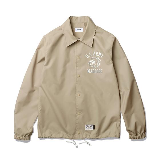 "<span style=""font-family:NanumGothic; font-size:15px; font-weight:bold;"">Blake Coach Shirts Jacket Beige</span><br /><span style=""font-family:NanumGothic; font-size:11px;"">과거 빈티지 코치 재킷의 패턴을 새롭게 이용해 완성시킨 제품으로 셔츠와의 믹스를 시도한 새로운 분위기의 제품입니다. ""Pre Fall"" 시즌의 기후를 고려한 적합한 밀도를 지닌 폴리에스테르 소재를 사용하였고, 이너웨어 착용을 고려한 패턴을 적용하여 여유로운 피팅을 느끼실 수 있습니다. 실제 Vietnam 240th Assault Helicopter 패치를 모티브로 하여 새롭게 재해석 된 US Army Mad dogs 그래픽이 특징이며 부자재로는 YKK社의 Sungrip 스냅을 사용하여 경량성을 극대화하였고 탈착의 편의성을 강조하였습니다.</span><br /><a href=""http://www.wherehouse.co.kr/shop/shopdetail.html?branduid=732012&xcode=041&mcode=002&scode=002&type=Y&sort=order"" target=""_blank""><span style=""font-size:11px; color:#FFE400;"">BUY NOW</span></a>"