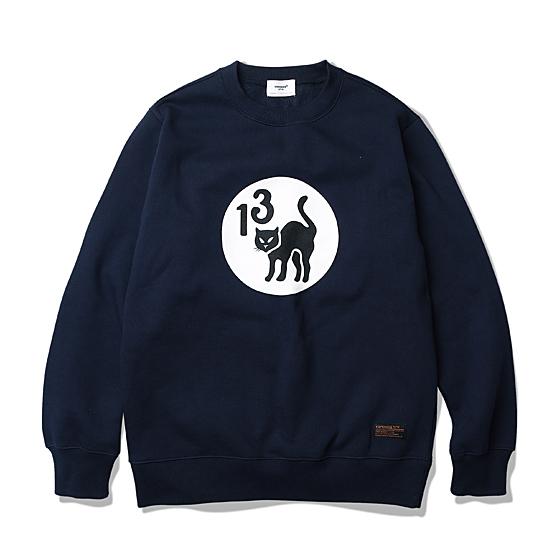 "<span style=""font-family:NanumGothic; font-size:15px; font-weight:bold;"">13 Black Cat Sweat Shirt Navy</span><br /><span style=""font-family:NanumGothic; font-size:11px;"">1920년대 후반, Glendale 외 7명의 할리우드 스턴트 비행단의 상징인 13 Black Cat을 전면에 나염 처리한 제품으로 전장에 참전한 그들의 용맹함과 9개의 목숨에 대한 이야기가 녹아있는 감성 어린 제품입니다. 다양한 해외 복각 브랜드에서 재해석된 아이템이자 상징으로 ESPIONAGE만의 감성으로 이번 시즌 재해석되었으며 오리지널의 무거운 헤비 니트를 배제하고 스웻셔츠 형태로 전환한 제품입니다. 덤블 워싱 처리된 기모(Napping, 起毛)원단을 사용하여 포근함을 높였으며, 높은 밀도로 인해 세탁 시 수축률을 5%대로 낮추었으며 넉넉한 피팅감으로 편안하게 착용이 가능한 스웻 제품입니다. 전면의 13 Black Cat 로고는 고압의 나염기술로 처리되어 선명함과 함께 두께감으로 높은 퀄리티를 느끼실 수 있습니다.</span><br /><a href=""http://www.wherehouse.co.kr/shop/shopdetail.html?branduid=727591&xcode=029&mcode=003&scode=&type=Y&sort=order"" target=""_blank""><span style=""font-size:11px; color:#FFE400;"">BUY NOW</span></a>"