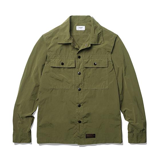 """<span style=""""font-family:NanumGothic; font-size:15px; font-weight:bold;"""">Garment Dyeing 2 Pocket Shirt Jacket Olive</span><br /><span style=""""font-family:NanumGothic; font-size:11px;"""">방풍이 우수한 나일론 원단을 에스피오나지에서 직접 시직 및 제직해 먼저 재봉해 제품을 만든 뒤 Garment Dyeing 작업을 별도로 진행해 자연스러운 컬러를 만들어 낸 제품으로 나일론 원단의 기본적인 고시감 과 더불어 다잉 작업으로 인하여 얻어진 높은 촉감을 경험 하실 수 있으며 특히 메인 버튼에 사용된 유광 코팅 피니쉬의 YKK Anchor Snap Button은 제품의 완성도를 더욱 높이는 계기가 되었습니다. 일반적인 윈드브레이커 제품들과 다른 셔츠 자켓의 패턴이 활용되 활용도 역시 뛰어나며 총 3가지 컬러의 Garment Dyeing작업으로 선택의 폭 역시 넓도록 제작되었습니다.</span><br /><a href=""""http://www.wherehouse.co.kr/shop/shopdetail.html?branduid=728387&xcode=029&mcode=003&scode=&type=Y&sort=order"""" target=""""_blank""""><span style=""""font-size:11px; color:#FFE400;"""">BUY NOW</span></a>"""