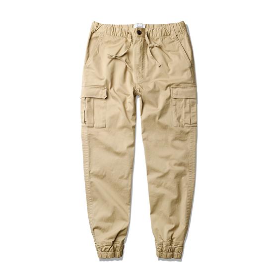 "<span style=""font-family:NanumGothic; font-size:15px; font-weight:bold;"">Stacy Rib Cargo Pants Beige</span><br /><span style=""font-family:NanumGothic; font-size:11px;"">지난 2014년 SS시즌 발매되어 많은 인기와 더불어 높은 판매량을 기록한 Stacy Rib Cargo Pants의 15년 SS 버전 제품입니다. 직선으로 다각을 이루어 디자인 된 양쪽의 포켓 덮개 디테일이 특징이며 백 포켓에 총 4세트의 Michel Snap Button이 Hidden Button 형식으로 사용되어 겉에서는 보이지 않도록 처리하였습니다. 전면 여밈부는 기존 조거 팬츠의 스트레이트 밴드 형식에서 벗어나 지퍼를 사용하여 새로운 디테일을 시도하였습니다. 최적의 핏을 위하여 패턴 수정을 수차례 진행하였으며 다소 넉넉했던 기존 제품보다는 슬림하게 제작된 제품입니다. 에스피오나지의 카고 팬츠 제품들 중 가장 가볍고 부드러운 코튼원단이 사용 된 제품으로 여름에도 충분히 다양하게 활용할 수 있도록 제작된 제품입니다.</span><br /><a href=""http://www.wherehouse.co.kr/shop/shopdetail.html?branduid=729013&xcode=029&mcode=003&scode=&type=Y&sort=order"" target=""_blank""><span style=""font-size:11px; color:#FFE400;"">BUY NOW</span></a>"