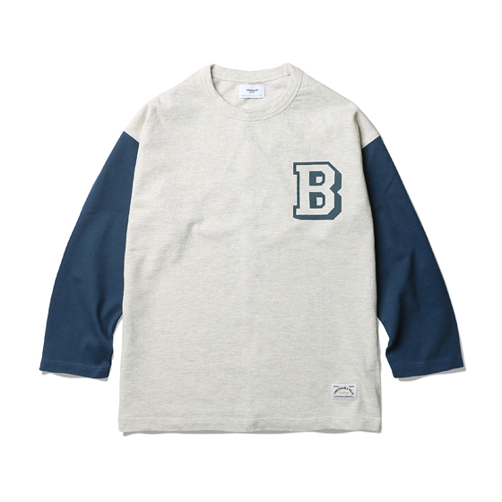 "<span style=""font-family:NanumGothic; font-size:15px; font-weight:bold;"">BAMBINO LS T-Shirt Oatmeal/Navy</span><br /><span style=""font-family:NanumGothic; font-size:11px;"">디자인 HQ에서 항상 연구하는 인물 중 한명인 Babe Ruth에 대한 동경에서 시작된 제품으로 지난 시즌부터 많은 사랑을 받아온 Bambino Baseball Jacket과 Wool Jersey에 이어 새로운 핏(Fit)과 원단으로 선보이는 Long Sleeve T-shirt 제품입니다. 멜란지사와 싱글 원사로 제직된 10수의 단단한 원단을 믹스하여 과거 Yankees 유니폼 컬러와 당시의 분위기를 모티브로 하였습니다. 어깨선이 소매하단으로 넘어가는 드롭트숄더 슬리브패턴(Dropped Shoulder Sleeve)을 사용해 일반적인 Raglan Sleeve 제품과는 달리 패턴의 특징이 잘 살아있는 제품입니다. 또한 팔에 낮은 채도의 컬러를 사용해 과거의 빈티지한 분위기를 충실하게 재현하고 있는 제품입니다. 오랜 기간동안 벗겨지지 않도록 좋은 품질의 나염 원료를 사용해고압으로 전후면 그래픽을 마감하여 디테일의 내구성 또한 신경 쓴 제품입니다. </span><br /><a href=""http://www.wherehouse.co.kr/shop/shopdetail.html?branduid=729538&xcode=029&mcode=003&scode=&type=Y&sort=order"" target=""_blank""><span style=""font-size:11px; color:#FFE400;"">BUY NOW</span></a>"