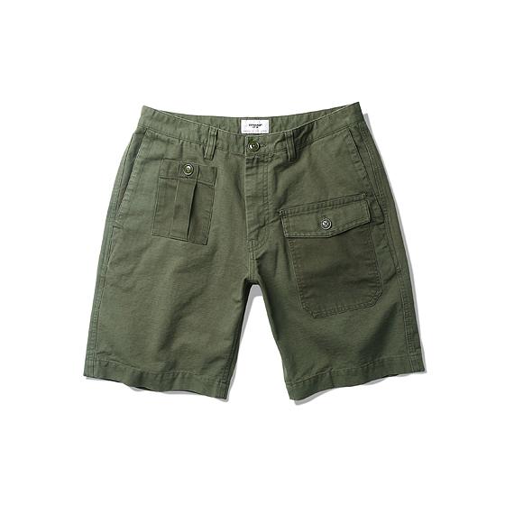 "<span style=""font-family:NanumGothic; font-size:15px; font-weight:bold;"">Carwood UK Battle Shorts Olive</span><br /><span style=""font-family:NanumGothic; font-size:11px;"">Battle Dress Pants를 모티브로 하여 반바지 형태로 디자인 한 제품입니다. 원형 제품의 밀리터리 디테일을 현대적인 의복 분위기에 맞도록 재해석하였으며 메인원단은 밀도 높은 옥스포드 슬럽 10수 원단과 밀리 터리 기반의 10수 Herringbone Twill 원단을 믹스하여 디자인 하였기에 Battle Dress의 분위기를 최대한 이끌어낸 제품이라 할 수 있습니다. 특히 Battle Dress Pants의 가장 큰 특징 중 하나인 Map pocket과 터프한 외형은 그 당시 제품의 원형을 재해석 했다는 느낌을 충분히 가지고 있습니다. 부자재로 Melamine button(Made In U.S.A)을 메인 단추로 사용함으로써 밀리터리 속성 제품 특유의 무게를 더하였으며 원단의 단단함과 밀도에 맞는 튼튼한 재봉으로 쇼츠 제품에서 보여줄 수 있는 완성도를 최대한 높인 제품이라 할 수 있습니다. </span><br /><a href=""http://www.wherehouse.co.kr/shop/shopdetail.html?branduid=729532&xcode=029&mcode=003&scode=&type=Y&sort=order"" target=""_blank""><span style=""font-size:11px; color:#FFE400;"">BUY NOW</span></a>"