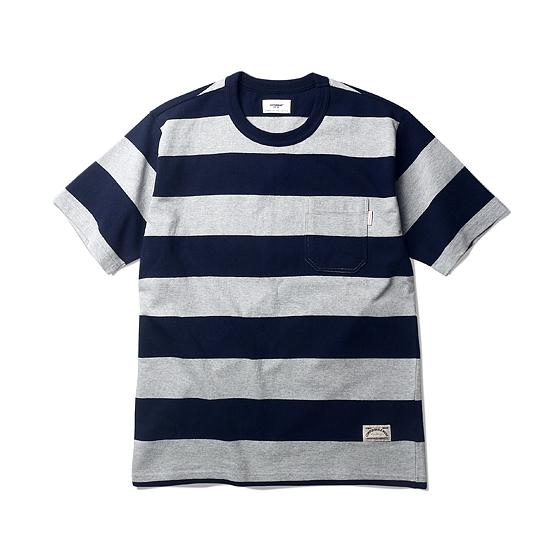 "<span style=""font-family:NanumGothic; font-size:15px; font-weight:bold;"">Luca Border S/S T-shirt Navy/Grey</span><br /><span style=""font-family:NanumGothic; font-size:11px;"">10s(기본 20s 2합) Heavyweight Cotton 원사를 직접 시직과 제직을 이루어 단단한 재봉으로 마무리 한 제품입니다. 특히 다소 넓은 폭의 2.5cm의 Folder Neck Line을 적용하였으며 Hardworker Label 제품(아이보리/블랙 색상)에는 Normal Folder방식을, Comfortable Label(네이비/그레이) 제품에는 Doubble Folder방식으로 마무리 했습니다. 더불어 과거 빈티지 티셔츠 타입 중 메인 보더의 간격이 넓은 형태에 속하는 7cm의 보더 패턴으로 디자인하였으며 일반적인 보더 티셔츠의 솔리드함을 뒤로하고 포켓을 별도로 추가해 당시대 제품의 외형을 최대한 해치지 않으면서 현대적으로 해석한 제품입니다. 본봉 완성 뒤 별도의 제품 워싱을 진행하였으며 이는 침수방축가공 이상의 고열방축가공을 이용하였습니다. </span><br /><a href=""http://www.wherehouse.co.kr/shop/shopdetail.html?branduid=729583&xcode=029&mcode=003&scode=&type=Y&sort=order"" target=""_blank""><span style=""font-size:11px; color:#FFE400;"">BUY NOW</span></a>"