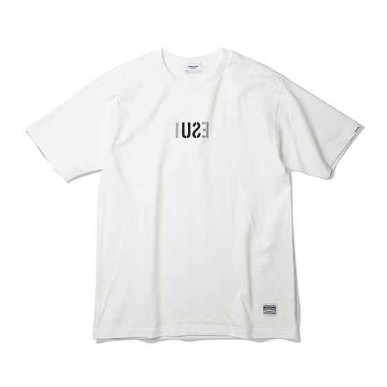 "<span style=""font-family:NanumGothic; font-size:15px; font-weight:bold;"">ESUI Tubular T-Shirt Off White</span><br /><span style=""font-family:NanumGothic; font-size:11px;"">ESPIONAGE 2015 SS 시즌을 맞이해 새로운 원사와 제직으로 완성된 Knitting 제품으로 20's Combed Yarn(코마원사 튜브 20수) Cotton 원단을 바탕으로 20's의 가장 기본적인 두께지만 튜브 제직을 통해 높은 밀도와 단단함을 느낄 수 있는 제품입니다. 특히 샘플 튜브 제직을 진행한 뒤 제품의 시험 세탁까지 사전 작업을 이루어 수축률을 최소한으로 낮춘 제품입니다. 더불어 이번 시즌부터 새롭게 적용된 20's 제품만의 타이트한 넥 라인은 과거 빈티지 제품들을 철저히 분석해 새로운 폭과 방식으로 제작되었으며 제품 전면에는 ESPIONAGE 밀리터리 라인의 철학인 ESUI(ESPIONAGE STRATEGIC UNIFORM INTIATIVE)가 Reflect 타입으로 변경되 나염처리 되어있습니다.</span><br /><a href=""http://www.wherehouse.co.kr/shop/shopdetail.html?branduid=730366&xcode=029&mcode=003&scode=&type=Y&sort=order"" target=""_blank""><span style=""font-size:11px; color:#FFE400;"">BUY NOW</span></a>"