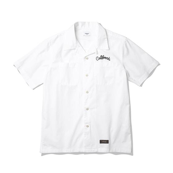 """<span style=""""font-family:NanumGothic; font-size:15px; font-weight:bold;"""">Cali 1960 Open Collar Shirt White</span><br /><span style=""""font-family:NanumGothic; font-size:11px;"""">과거 1960년대부터 현재에 이르기까지 주로 워크웨어에서 볼 수 있었던 Open Collar Shirts 제품을 현대적인 의복 분위기에 맞도록 재해석 한 제품입니다. 여름시즌에 적합하도록 Cotton 100%의 30수 고밀도 Twill 원단을 사용하여 견고함과 동시에 부드러운 촉감과 시원함을 느끼실 수 있는 것이 특징입니다. 전체적인 외형은 기본에 충실했지만 과거 Open Collar Shirts만의 다소 부담스러울 수 있는 폭 넓은 칼라형태를 일반적인 셔츠의 칼라 디테일로 개선하였으며 오리지날 제품 고유의 패턴을 유지하되 현대적인 룩에도 무리 없도록 패턴과 핏(Fit)을 보완하였습니다. </span><br /><a href=""""http://www.wherehouse.co.kr/shop/shopdetail.html?branduid=731210&xcode=019&mcode=002&scode=&type=Y&sort=order"""" target=""""_blank""""><span style=""""font-size:11px; color:#FFE400;"""">BUY NOW</span></a>"""