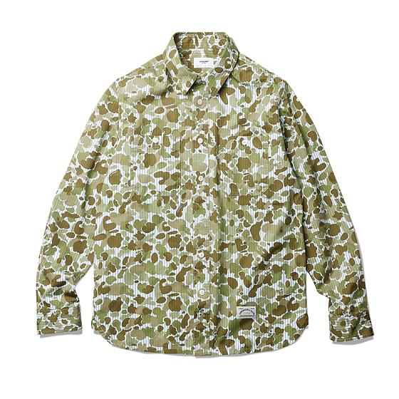 "<span style=""font-family:NanumGothic; font-size:15px; font-weight:bold;"">Camo Striped Work Shirts Camo</span><br /><span style=""font-family:NanumGothic; font-size:11px;"">1940년 대 빈티지 워크 셔츠를 모티브로 하여 제작된 제품으로 원, 부자재 및 패턴, 봉제 테크닉을 최대한 재현하여 기존의 포멀한 셔츠에서 벗어나 레트로 무드의 디자인으로 변화시킨 제품입니다. 메인 원단으로는 세로줄의 블루 스트라이프 패턴과 1942년 미군에서 처음선보였던 Duck Hunting Camouflage 패턴을 믹스한 20s Cotton 100% 원단을 사용하여 오랜 사용 기간에도 충분한 가치가 존재할 수 있도록 많은 노력을 기울였습니다. 전체적으로 Espionage Duck Camo 패턴의 원단과 잘 어울리는 베이지 계열의 실을 사용하여 은은한 느낌을 더했으며 제품 완성 후 워싱을 진행함으로써 착용감 또한 매끄럽고 최종 진행한 워싱으로 제품의 고정화를 통해 최소의 수축률이 높은 장점으로 어필되는 제품입니다. 또한 다소 부담스러울 수 있는 빈티지 워크 셔츠의 칼라와 패턴 디자인 역시 새롭게 재해석하여 디자인되었으며 전체적으로 여유로운 패턴을 적용해 편안하게 착용할 수 있는 제품입니다. </span><br /><a href=""http://www.wherehouse.co.kr/shop/shopdetail.html?branduid=735753"" target=""_blank""><span style=""font-size:11px; color:#FFE400;"">BUY NOW</span></a>"