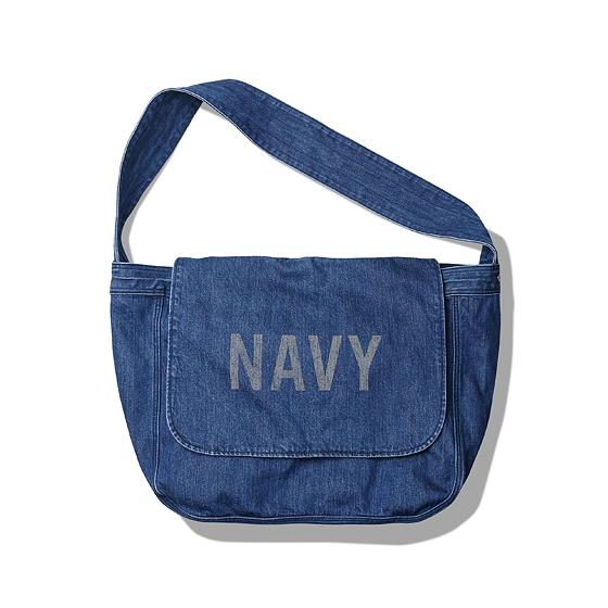 """<span style=""""font-family:NanumGothic; font-size:15px; font-weight:bold;"""">Navy Messenger Bag Denim</span><br /><span style=""""font-family:NanumGothic; font-size:11px;"""">20세기 중반 우편 배달부, 노동자들이 사용했던 오리지널 메신져백을 모티브로 하여 새롭게 디자인 된 제품으로 심플하면서 활용도 높은 디자인으로 부담 없는 사용이 가능하도록 제작되었습니다. 메인원단으로는 14oz 100% Cotton Denim을 사용하였으며 Rigid 상태로 완봉 후 별도의 데미지 워싱으로 마무리하여 데님 원단 특유의 고시감과 더불어 워싱 시 얻는 데미지의 민감한 감도까지 표현해낸 제품입니다. 또한 적절한 사이즈의 패턴은 다양한 활용도를 충분히 고려해 제작되었으며 내부 대형 수납공간을 포함한 파티션이 나뉘어진 소형 수납 공간은 다양한 소품류를 수납할 수 있도록 실용성을 높였습니다. 내부에 위치한 어드져스트 파츠를 이용해 여분의 짐 등의 적재가 가능하며 다양하게 스타일링 하실 수 있게끔 제작 되어 단단한 재봉과 더불어 완성도가 높은 제품입니다. 부자재로는 YKK社 Universal Rivet을 사용하였으며 전면에는 은은하게 나염처리 된 'NAVY' 타이포그래피가 특징 인 제품입니다.</span><br /><a href=""""http://www.wherehouse.co.kr/shop/shopdetail.html?branduid=736119"""" target=""""_blank""""><span style=""""font-size:11px; color:#FFE400;"""">BUY NOW</span></a>"""