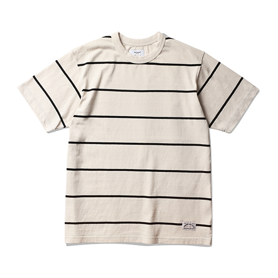 "<span style=""font-family:NanumGothic; font-size:15px; font-weight:bold;"">Roy Stripe T-Shirt Ivory/Black</span><br /><span style=""font-family:NanumGothic; font-size:11px;"">미국산 면화(Cotton USA)를 바탕으로 OG 10's Ringspun Yarn(오리지널 10수 링원사)을 사용하여 편직된 원단으로 450g/yd²의 중량을 지니고 있으며 일반적인 편직물에 비해 도목을 최대한 좁게 편직하여 밀도를 높여 오랜 기간 사용에도 제품의 원형유지가 지속 되도록 많은 노력을 기울였습니다. 더불어 립(Rib) 역시 메인 원단 사양에 맞게끔 높은 밀도와 중량감 있는 100% Cotton 립(Rib)을 별도로 제직하여 쉽게 늘어날 수 있는 넥 라인의 내구성을 강조한 제품입니다. 특히 제품의 완성 후 한 차례 워싱까지 작업해 후반 가공에 있어서도 심혈을 기울인 제품 으로 특유의 촉감과 수축률을 고정화 시킨 것이 이번 제품의 장점이라고 할 수 있습니다. 과거 빈티지 티셔츠 타입 중 메인 보더 의 간격이 얇은 형태에 속하는 패턴으로 디자인하였으며 몸판 하단의 트임 디테일은 더불어 제품의 외형을 최대한 해치지 않으면서 현대적으로 해석 하여 일반적인 티셔츠와는 확연히 다른 완성도를 보여주는 제품입니다.</span><br /><a href=""http://www.wherehouse.co.kr/shop/shopdetail.html?branduid=745204"" target=""_blank""><span style=""font-size:11px; color:#FFE400;"">BUY NOW</span></a>"