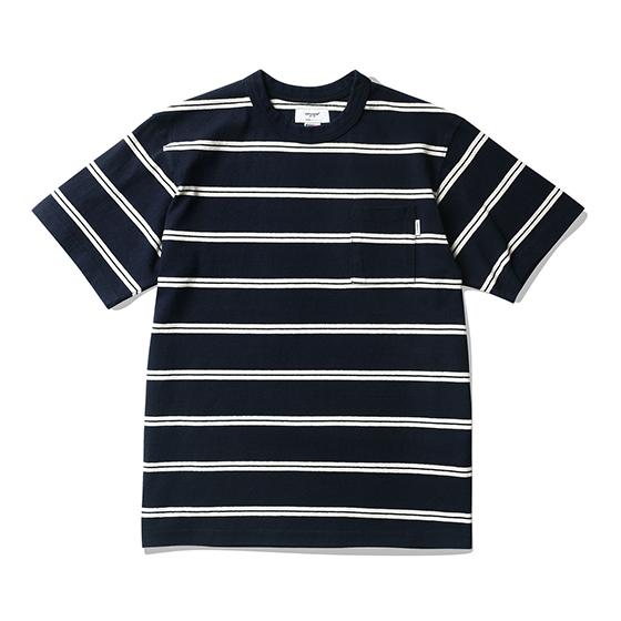 "<span style=""font-family:NanumGothic; font-size:15px; font-weight:bold;"">Linton Pocket Stripe T-Shirt Navy/Ivory</span><br /><span style=""font-family:NanumGothic; font-size:11px;"">미국산 면화(Cotton USA)를 바탕으로 OG 10's Ringspun Yarn(오리지널 10수 링원사)을 사용하여 편직된 원단으로 450g/yd²의 중량을 지니고 있으며 일반적인 편직물에 비해 도목을 최대한 좁게 편직하여 밀도를 높여 오랜 기간 사용에도 제품의 원형유지가 지속 되도록 많은 노력을 기울였습니다. 더불어 립(Rib) 역시 메인 원단 사양에 맞게끔 높은 밀도와 중량감 있는 100% Cotton 립(Rib)을 별도로 제직하여 쉽게 늘어 날 수 있는 넥 라인의 내구성을 강조한 제품입니다. 특히 제품의 완성 후 한 차례 워싱까지 작업해 후반 가공에 있어서도 심혈을 기울인 제품 으로 특유의 촉감과 수축률을 고정화 시킨 것이 이번 제품의 장점이라고 할 수 있습니다. 과거 빈티지 티셔츠 타입 중 메인 보더의 간격이 얇은 형태에 속하는 두줄 스트라이프 패턴으로 디자인하였으며 포켓을 별도로 추가해 당시대 제품의 외형을 최대한 해치지 않으면서 현대적으로 해석한 제품입니다.</span><br /><a href=""http://www.wherehouse.co.kr/shop/shopdetail.html?branduid=745208"" target=""_blank""><span style=""font-size:11px; color:#FFE400;"">BUY NOW</span></a>"