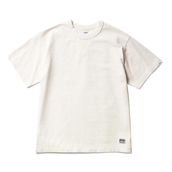 "<span style=""font-family:NanumGothic; font-size:15px; font-weight:bold;"">Jay Overdyed T-Shirt Off White</span><br /><span style=""font-family:NanumGothic; font-size:11px;"">미국산 면화(Cotton USA)를 바탕으로 OG 10's Ringspun Yarn(오리지널 10수 링원사)을 사용하여 편직된 원단으로 450g/yd²의 중량을 지니고 있으며 일반적인 편직물에 비해 도목을 최대한 좁게 편직하여 밀도를 높여 오랜 기간 사용에도 제품의 원형유지가 지속 되도록 많은 노력을 기울였습니다. 더불어 립(Rib) 역시 메인 원단 사양에 맞게끔 높은 밀도와 중량감 있는 100% Cotton 립(Rib)을 별도로 제직하여 쉽게 늘어날 수 있는 넥 라인의 내구성을 강조한 제품입니다. 생지상태로 완봉 후 안료로 염색한 뒤 별도의 염료를 사용하여 분사 하는 방식인 오버다잉 기법으로 완성 된 것이 특징인 제품으로 일반적인 티셔츠와 다른 매력을 느끼실 수 있습니다. 더불어 완성 후 한 차례 워싱까지 작업해 후반 가공에 있어서도 심혈을 기울인 제품으로 특유의 촉감과 수축률을 고정화 시킨 것이 이번 제품의 장점이라고 할 수 있습니다. 빈티지 Sweat Shirts를 모티브로 하여 디자인 된 V 가셋으로 완성도 높혔으며 원단의 단단함과 밀도에 맞는 튼튼한 재봉으로 완성도를 최대한 높인 제품이라 할 수 있습니다.</span><br /><a href=""http://www.wherehouse.co.kr/shop/shopdetail.html?branduid=745211"" target=""_blank""><span style=""font-size:11px; color:#FFE400;"">BUY NOW</span></a>"