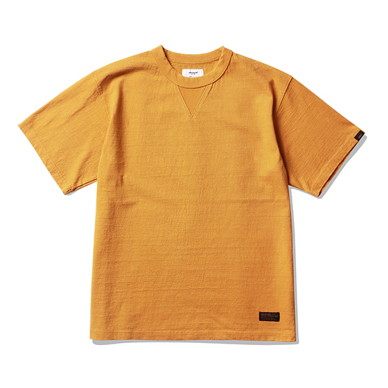 "<span style=""font-family:NanumGothic; font-size:15px; font-weight:bold;"">Jay Overdyed T-Shirt Mustard</span><br /><span style=""font-family:NanumGothic; font-size:11px;"">미국산 면화(Cotton USA)를 바탕으로 OG 10's Ringspun Yarn(오리지널 10수 링원사)을 사용하여 편직된 원단으로 450g/yd²의 중량을 지니고 있으며 일반적인 편직물에 비해 도목을 최대한 좁게 편직하여 밀도를 높여 오랜 기간 사용에도 제품의 원형유지가 지속 되도록 많은 노력을 기울였습니다. 더불어 립(Rib) 역시 메인 원단 사양에 맞게끔 높은 밀도와 중량감 있는 100% Cotton 립(Rib)을 별도로 제직하여 쉽게 늘어날 수 있는 넥 라인의 내구성을 강조한 제품입니다. 생지상태로 완봉 후 안료로 염색한 뒤 별도의 염료를 사용하여 분사 하는 방식인 오버다잉 기법으로 완성 된 것이 특징인 제품으로 일반적인 티셔츠와 다른 매력을 느끼실 수 있습니다. 더불어 완성 후 한 차례 워싱까지 작업해 후반 가공에 있어서도 심혈을 기울인 제품으로 특유의 촉감과 수축률을 고정화 시킨 것이 이번 제품의 장점이라고 할 수 있습니다. 빈티지 Sweat Shirts를 모티브로 하여 디자인 된 V 가셋으로 완성도 높혔으며 원단의 단단함과 밀도에 맞는 튼튼한 재봉으로 완성도를 최대한 높인 제품이라 할 수 있습니다.</span><br /><a href=""http://www.wherehouse.co.kr/shop/shopdetail.html?branduid=745215"" target=""_blank""><span style=""font-size:11px; color:#FFE400;"">BUY NOW</span></a>"