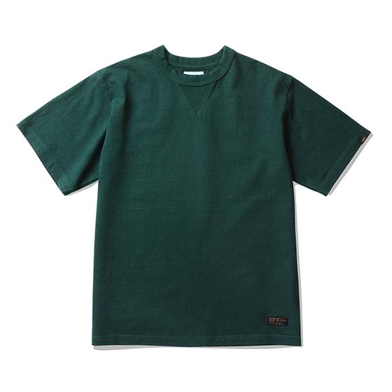 "<span style=""font-family:NanumGothic; font-size:15px; font-weight:bold;"">Jay Overdyed T-Shirt Dark Green</span><br /><span style=""font-family:NanumGothic; font-size:11px;"">미국산 면화(Cotton USA)를 바탕으로 OG 10's Ringspun Yarn(오리지널 10수 링원사)을 사용하여 편직된 원단으로 450g/yd²의 중량을 지니고 있으며 일반적인 편직물에 비해 도목을 최대한 좁게 편직하여 밀도를 높여 오랜 기간 사용에도 제품의 원형유지가 지속 되도록 많은 노력을 기울였습니다. 더불어 립(Rib) 역시 메인 원단 사양에 맞게끔 높은 밀도와 중량감 있는 100% Cotton 립(Rib)을 별도로 제직하여 쉽게 늘어날 수 있는 넥 라인의 내구성을 강조한 제품입니다. 생지상태로 완봉 후 안료로 염색한 뒤 별도의 염료를 사용하여 분사 하는 방식인 오버다잉 기법으로 완성 된 것이 특징인 제품으로 일반적인 티셔츠와 다른 매력을 느끼실 수 있습니다. 더불어 완성 후 한 차례 워싱까지 작업해 후반 가공에 있어서도 심혈을 기울인 제품으로 특유의 촉감과 수축률을 고정화 시킨 것이 이번 제품의 장점이라고 할 수 있습니다. 빈티지 Sweat Shirts를 모티브로 하여 디자인 된 V 가셋으로 완성도 높혔으며 원단의 단단함과 밀도에 맞는 튼튼한 재봉으로 완성도를 최대한 높인 제품이라 할 수 있습니다.</span><br /><a href=""http://www.wherehouse.co.kr/shop/shopdetail.html?branduid=745216"" target=""_blank""><span style=""font-size:11px; color:#FFE400;"">BUY NOW</span></a>"