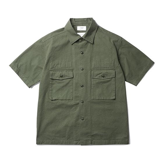 "<span style=""font-family:NanumGothic; font-size:15px; font-weight:bold;"">Hilt Fatigue Shirts Olive</span><br /><span style=""font-family:NanumGothic; font-size:11px;""> 제 2차 세계대전 당시 미 육군에게 지급 된 107 Army Shirts를 모티브로 하여 숏슬리브 형태로 재해석을 시도한 제품입니다. 메인원단으로 사용 된 30수 2합의 Ripstop(립스탑)은 제 2차 세계대전 때 군사용도로 처음 개발 되었으며 찢어짐을 방지하기 위해 바둑판 무늬로 강한 실을 사이사이에 넣어 파열이나 외부 손상에 강해 내구성이 뛰어난 원단으로 에스피오나지에서 직접 제직하여 원단의 두께나 촉감을 몸소 느끼실 수 있습니다. 전면의 밀리터리 포켓은 오리지널 107 Army 셔츠의 디테일을 차용하였고 네임택은 내부에 설치하여 외부에 자연스러운 퍼커링(Puckering)을 강조하였습니다. 또한 일반적인 스탠다드 칼라의 패턴이 아닌 새롭게 고안 된 패턴을 사용하여 착용 시 셔츠와 자켓 두 가지의 스타일링을 하실 수 있는 것이 특징인 제품으로 몸판 하단의 트임 디테일과 더불어 일반적인 셔츠와는 확연히 다른 완성도를 보여줍니다. 제품 전면에는 에스피오나지의 퀄리티 프로덕트를 의미하는 'ESPIONAGE GARMENT EQUATION QUALITY PRODUCT' 타이포그래피가 나염처리 되어 있으며 전체적으로 여유로운 패턴을 적용해 편안하게 착용할 수 있는 제품입니다.</span><br /><a href=""http://www.wherehouse.co.kr/shop/shopdetail.html?branduid=744361"" target=""_blank""><span style=""font-size:11px; color:#FFE400;"">BUY NOW</span></a>"