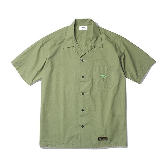 """<span style=""""font-family:NanumGothic; font-size:15px; font-weight:bold;"""">Palm Tree Open Collar Shirts Olive</span><br /><span style=""""font-family:NanumGothic; font-size:11px;""""> 과거 1960년대부터 현재에 이르기까지 주로 워크웨어에서 볼 수 있었던 Open Collar Shirt 제품을 현대적인 의복 분위기에 맞도록 재해석 한 제품입니다. 메인원단으로는 여름시즌에 적합하고 세탁이 용이한 Cotton 100% 60수 주자직 원단을 사용하여 견고함과 동시에 부드러운 촉감과 은은한 광택을 느끼실 수 있는 것이 특징입니다. 전체적인 외형은 기본에 충실했지만 과거 Open Collar Shirt의 폭 넓은 칼라패턴을 개선하였으며 오리지날 제품 고유의 패턴을 유지하되 현대적인 룩에도 무리 없도록 수정하여 하여 웨어러블하게 착용하실 수 있는 제품입니다.</span><br /><a href=""""http://www.wherehouse.co.kr/shop/shopdetail.html?branduid=744457"""" target=""""_blank""""><span style=""""font-size:11px; color:#FFE400;"""">BUY NOW</span></a>"""