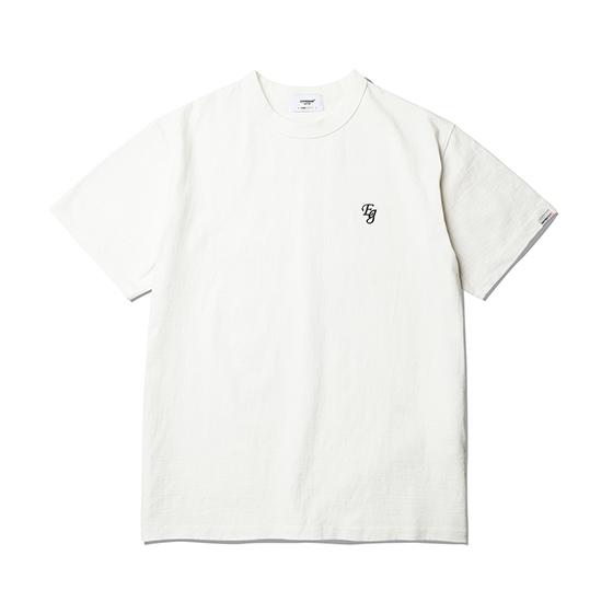"<span style=""font-family:NanumGothic; font-size:15px; font-weight:bold;"">EG Embroidery T-Shirt Off White</span><br /><span style=""font-family:NanumGothic; font-size:11px;"">미국산 면화(Cotton USA)를 바탕으로 OG 10's Ringspun Yarn(오리지널 10수 링원사)을 사용하여 편직된 원단으로 450g/yd²의 중량을 지니고 있으며 일반적인 편직물에 비해 도목을 최대한 좁게 편직하여 밀도를 높여 오랜 기간 사용에도 제품의 원형유지가 지속 되도록 많은 노력을 기울였습니다. 더불어 립(Rib) 역시 메인 원단 사양에 맞게끔 높은 밀도와 중량감 있는 100% Cotton 립(Rib)을 별도로 제직하여 쉽게 늘어날 수 있는 넥 라인의 내구성을 강조한 제품입니다. 특히 제품의 완성 후 한 차례 워싱까지 작업해 후반 가공에 있어서도 심혈을 기울인 제품 으로 특유의 촉감과 수축률을 고정화 시킨 것이 이번 제품의 장점이라고 할 수 있습니다.</span><br /><a href=""http://www.wherehouse.co.kr/shop/shopdetail.html?branduid=744464"" target=""_blank""><span style=""font-size:11px; color:#FFE400;"">BUY NOW</span></a>"
