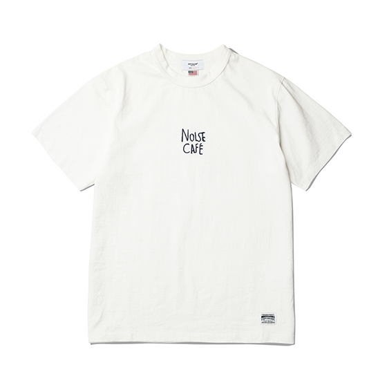 "<span style=""font-family:NanumGothic; font-size:15px; font-weight:bold;"">Noise Cafe T-Shirt Off White</span><br /><span style=""font-family:NanumGothic; font-size:11px;"">미국산 면화(Cotton USA)를 바탕으로 OG 10's Ringspun Yarn(오리지널 10수 링원사)을 사용하여 편직된 원단으로 450g/yd²의 중량을 지니고 있으며 일반적인 편직물에 비해 도목을 최대한 좁게 편직하여 밀도를 높여 오랜 기간 사용에도 제품의 원형유지가 지속 되도록 많은 노력을 기울였습니다. 더불어 립(Rib) 역시 메인 원단 사양에 맞게끔 높은 밀도와 중량감 있는 100% Cotton 립(Rib)을 별도로 제직 하였으며 과거 빈티지 제품들을 철저히 분석 후 제작 된 Double Folder Neck 방식은 오랜기간 착용하셔도 목 늘어짐이 적게끔 완성되었습니다. 특히 제품의 완성 후 한 차례 워싱까지 작업해 후반 가공에 있어서도 심혈을 기울인 제품으로 특유의 촉감과 수축률을 고정화 시킨 것이 이번 제품의 장점 라고 할 수 있습니다.  제품 전면에는 Espionage 2017 S/S 테마 인 Noise Cafe의 문구를 1980년 대 오리지날 체인자수로 처리하고 워싱을 진행해 자연스러운 털실의 경년변화를 그대로 표현해 낸 것이 특징으로 자리잡은 제품입니다.</span><br /><a href=""http://www.wherehouse.co.kr/shop/shopdetail.html?branduid=744466"" target=""_blank""><span style=""font-size:11px; color:#FFE400;"">BUY NOW</span></a>"