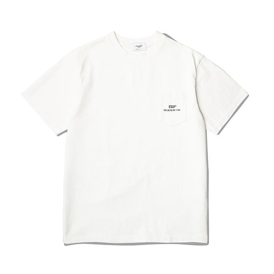 "<span style=""font-family:NanumGothic; font-size:15px; font-weight:bold;"">ESUI Pocket T-Shirt Off White</span><br /><span style=""font-family:NanumGothic; font-size:11px;"">미국산 면화(Cotton USA)를 바탕으로 OG 10's Ringspun Yarn(오리지널 10수 링원사)을 사용하여 편직된 원단으로 450g/yd²의 중량을 지니고 있으며 일반적인 편직물에 비해 도목을 최대한 좁게 편직하여 밀도를 높여 오랜 기간 사용에도 제품의 원형 지가 지속 되도록 많은 노력을 기울였습니다. 더불어 립(Rib) 역시 메인 원단 사양에 맞게끔 높은 밀도와 중량감 있는 100% Cotton 립(Rib)을 별도로 제직하여 쉽게 늘어날 수 있는 넥 라인의 내구성을 강조한 제품입니다. 특히 제품의 완성 후 한 차례 워싱까지 작업해 후반 가공에 있어서도 심혈을 기울인 제품으로 특유의 촉감과 수축률을 고정화 시킨 것이 이번 제품의 장점이라고 할 수 있습니다.</span><br /><a href=""http://www.wherehouse.co.kr/shop/shopdetail.html?branduid=744469"" target=""_blank""><span style=""font-size:11px; color:#FFE400;"">BUY NOW</span></a>"