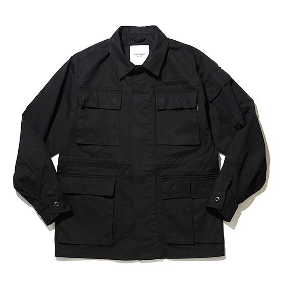"<span style=""font-family:NanumGothic; font-size:15px; font-weight:bold;"">Kolin M-97 Field Jacket Black</span><br /><span style=""font-family:NanumGothic; font-size:11px;"">1993년에 체코와 슬로바키아가 분리독립 된 이후 슬로바키아 공화국 육군에게 보급 된 M-97 Field Jacket을 모티브로 하여 원단, 패턴 및 디자인을 현대적으로 재해석 한 제품입니다. 메인원단으로는 밀도높은 30수 3합의 10s Twill 원단을 사용하였으며 원단의 촉감과 더불어 수축률 분석, 워싱 시 얻는 데미지의 민감한 감도까지 표현해 낸 제품으로 제품 완성 후 별도의 워싱을 진행함으로써 외부에 자연스러운 퍼커링(Puckering)을 강조하였으며 착용감 또한 매끄럽습니다. 오리지널 M-97 Field Jacket에 대한 철저한 분석을 통해 전면 좌측 상단의 외포켓은 수납성을 고려하여 우측 상단에 플랩패치포켓을 추가하였고 다소 부담스러울 수 있는 에폴렛(견장) 디테일은 과감히 제거하였으며 네임택은 내부에 설치하여 외부에 자연스러운 퍼커링(Puckering)을 강조하였습니다. 또한 오리지널버전의 Woodland Camoflage 프린팅은 웨어러블하게 착용하실 수 있게끔 단색으로 변경하였고 M-97 Field Jacket의 가장 큰 특징인 소매의 유틸리티포켓과 전면 좌측 하단 두개의 메거진포켓은 오리지널버전의 디테일을 차용하여 M-97 Field Jacket의 장점을 유지하였습니다.</span><br /><a href=""http://www.wherehouse.co.kr/shop/shopdetail.html?branduid=750831"" target=""_blank""><span style=""font-size:11px; color:#FFE400;"">BUY NOW</span></a>"