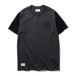 "<span style=""font-family:NanumGothic; font-size:15px; font-weight:bold;"">Raid 2 Tone S/S T-shirt Dark Grey</span><br /><span style=""font-family:NanumGothic; font-size:11px;"">적당한 두께감의 20수 코튼원단을 사용하였으며 바디와 소매부분의 투톤컬러 매칭이 특징인 제품입니다. 전반적인 빈티지 스포츠웨어 분위기를 담아내고자 제작된 제품으로 베이스볼 티셔츠의 외형적인 분위기에 풋볼 셔츠의 디테일을 믹스하여 디자인 되었습니다. 또한 역대 메이저리그의 역사상 최고의 선수 중 하나로 꼽히는 Albert Pujols선수의 등번호인 05번을 차용하여 디테일을 적용함으로써 포인트를 주어 깔끔하게 마무리된 제품입니다.</span><br /><a href=""http://www.wherehouse.co.kr/shop/shopdetail.html?branduid=723504&xcode=009&mcode=001&scode=&type=Y&search=&sort=order"" target=""_blank""><span style=""font-size:11px; color:#FFE400;"">BUY NOW</span></a>"