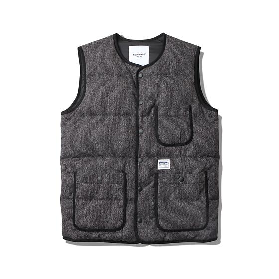 "<span style=""font-family:NanumGothic; font-size:15px; font-weight:bold;"">Mats Beach Cloth Down Vest Charcoal</span><br /><span style=""font-family:NanumGothic; font-size:11px;"">과거 1930년대와 1940년대 노동자들과 일반인들 사이에 각광받던 브라운 Beach cloth 소재의 베스트를 토대로 다운 형태의 베스트로 전환시킨 제품으로 보온성이 우수한 Wool/Cotton 소재의 Beach Cloth(Made In Japan) 원단을 수입 및 사용하여 클래식한 베스트의 외형을 유지하고자 하였으며 충전재로는 태평양 물산의 프리미엄 Down 브랜드인 Prauden 社 Duck Down을 솜털과 깃털의 8:2 비율로 충전하여 이너웨어뿐만 아니라 아우터로의 활용이 충분하도록 제작하였습니다.</span><br /><a href=""http://www.wherehouse.co.kr/shop/shopdetail.html?branduid=726073&xcode=019&mcode=003&scode=&type=Y&sort=order"" target=""_blank""><span style=""font-size:11px; color:#FFE400;"">BUY NOW</span></a>"